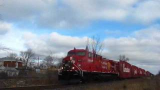preview picture of video '2011 CP Holiday train in Belleville.A couple of CP freights are seen too.'