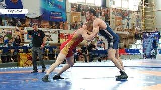Сила характера: чемпионат края по греко-римской борьбе прошел в Барнауле