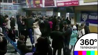 В аэропорт Орска начали съезжаться родственники жертв крушения