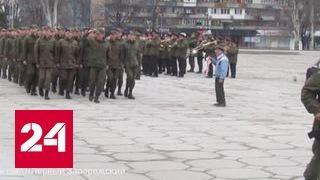 В Запорожье ветеран с советской символикой вышел на марш нацгварии. Видео