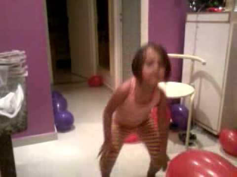 Pequena dançando