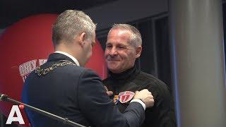 Oprichter Only Friends nu Officier in de Orde van Oranje-Nassau