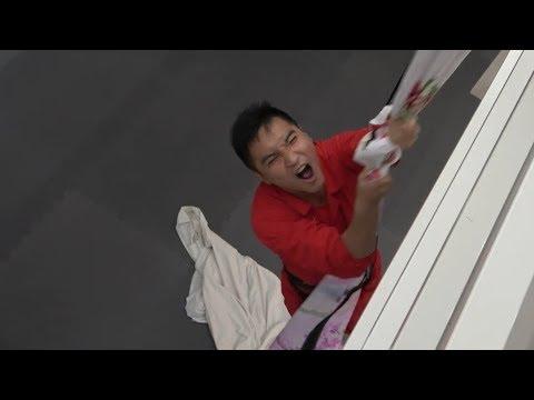 谷阿莫模仿電影用床單垂降