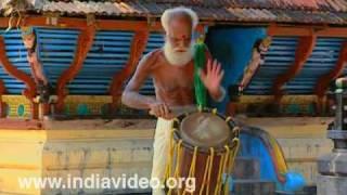 Kathi Thayambaka- Playing Drum with a Knife