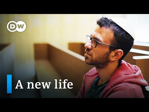 Leaving ultra-orthodoxy — Jews seek a new life in Germany | DW Documentary