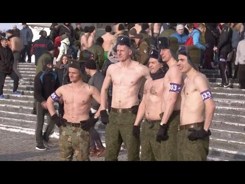 1,300 men race half-naked in freezing temperatures