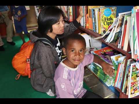 Belajar Membaca Bersama Binmas Noken di Pegunungan Bintang