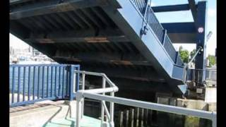 preview picture of video 'Chatham maritime lock'