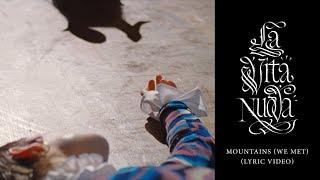 Kadr z teledysku Mountains (we met) tekst piosenki Christine and the Queens