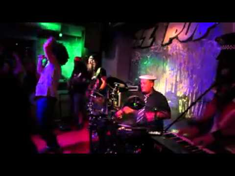 Money Makers - YMCA (Extracto Medley Village People) ZZ Pub - 16/05/14