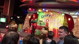 Goofy's Holiday Dance Party At DISNEYLAND RESORT (Beautiful Christmas Music)
