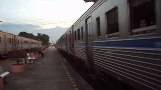 preview picture of video 'ขบวน 355 ออกจากสถานีนครปฐม ขบวน 910/912 เข้าสถานีนครปฐม'