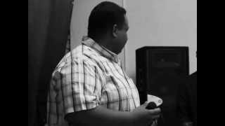 عبد الله الفرجونى يغنى فى ليلة وداع سامى طلب بالبيت السودانى باريزونا