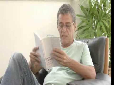 Chico Buarque lê trecho de Leite Derramado