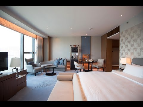 Hotel Tour of the Kerry Hotel, Hong Kong – Club Premier Sea View Room