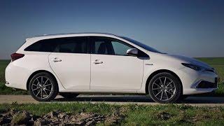 Toyota Auris TS Hybrid 2015 review