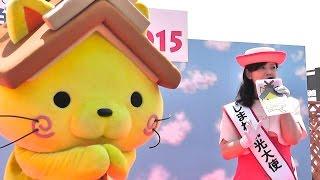 島根観光大使のお姉さんと「しまねっこ」・GirlandcatcharacterofShimanetourismambassadorofJapan