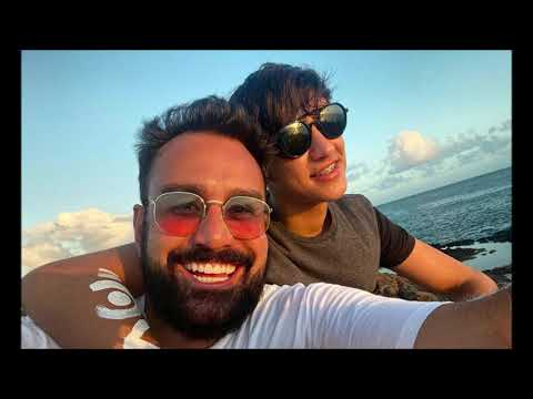 Fábio Ramalho, apresentador da Record, está namorando rapaz 26 anos mais jovem