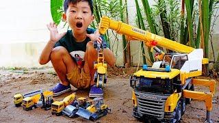 중장비 자동차 장난감 모래놀이 예준이의 포크레인 구출작전 크레인 덤프트럭 Excavator Crane Rescue Car Toy Video for Kids