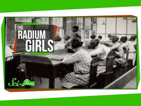 Die Tapeten der angeregten Mädchen