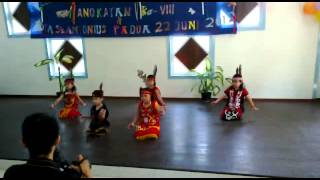 preview picture of video 'Tarian Dayak Cilik Part III.mp4'