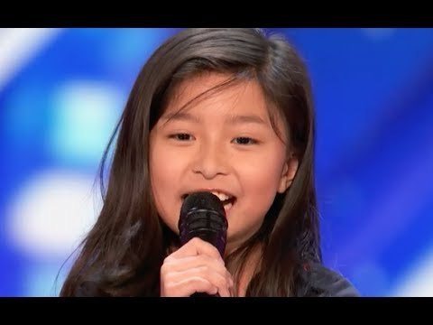 """9 Y.O Little Girl Shocks The Entire Stage with """"My Heart Will Go On"""" 