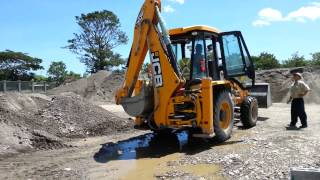 preview picture of video 'JCB Backhoe Loader, 3DX  stockpiling sand in Dili, East Timor'