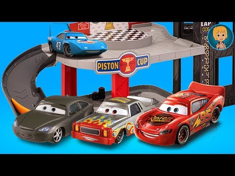 Lightning McQueen CARS 3 PISTON CUP MOTORIZED GARAGE Toy Unboxing | GERTIT ToysReview