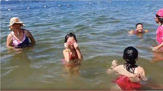 Kỳ Nghỉ Của Gia Đình Gold Sea | Gold sea, Blue sea, Silent sea Đi Tắm Biển Buổi Sáng