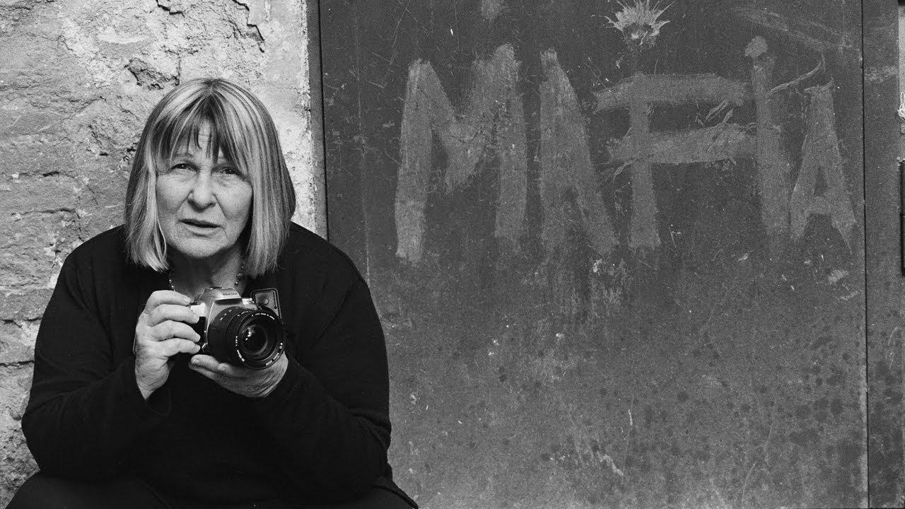 Trailer för Shooting the Mafia