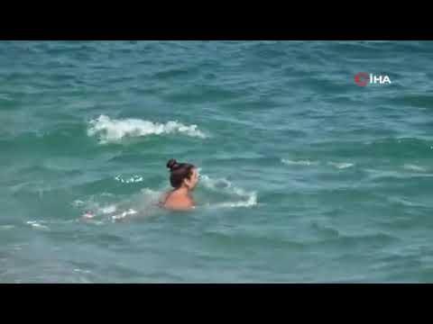 Antalyalılar evde, yabancılar denizde!
