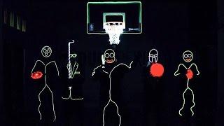 Смотреть онлайн Светящиеся человечки играют в темноте