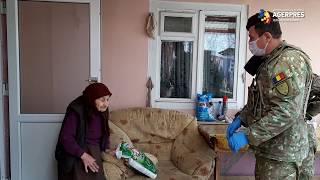 Militarii au distribuit alimente și produse de igienă vârstnicilor din Suceava