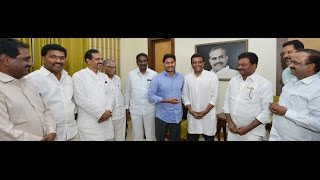 Kasu Mahesh Reddy Paid An Honorary Visit To The Leader Of Opposition YS Jagan - 4th Dec 2016