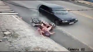 Две девушки разбились на мотоцикле