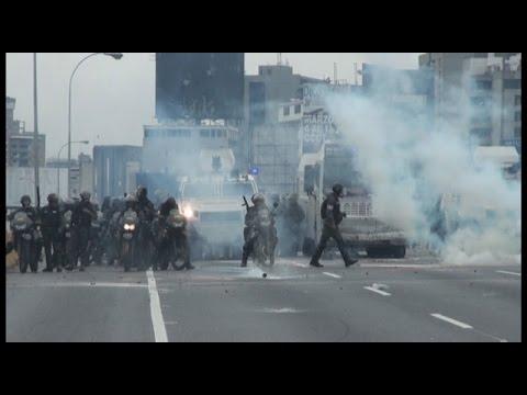 Marchas opositoras en Caracas terminaron en fuertes enfrentamientos