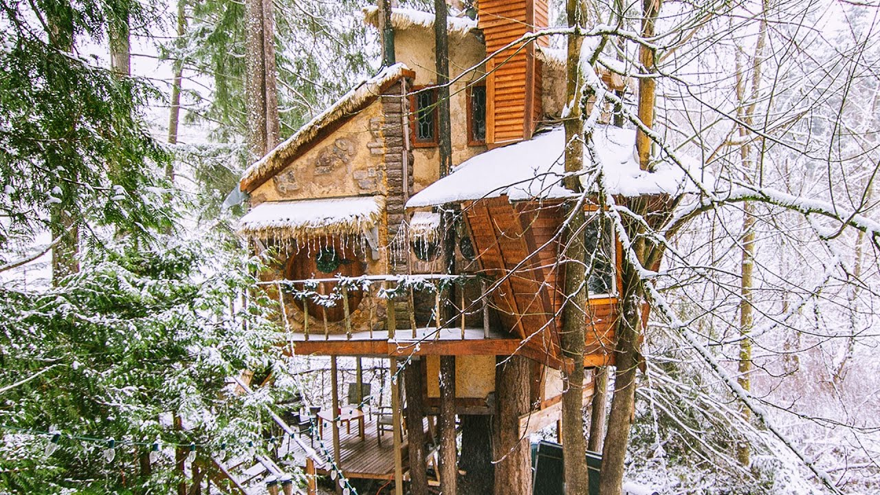 The World's Coolest Treehouse Features Tonnes Of Video Games