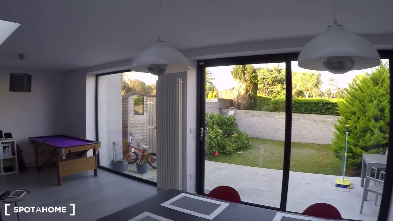 Room to rent in a stylish 4-bedroom family house in Goatstown