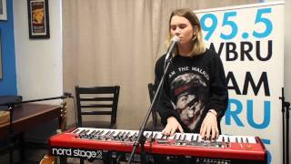 BROODS - 'Four Walls' - Live at 95.5 WBRU