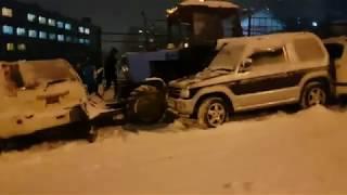 Снежный апокалипсис во Владивостоке: первые жертвы (любительские съемки)
