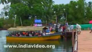 Boats and visitors, Dona Paula beach