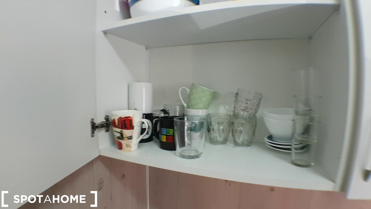 Room for rent in cozy 2-bedroom apartment in Plaza Elíptica, Madrid