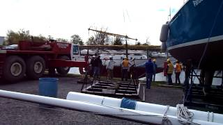 preview picture of video 'Putting the ketch Scotfree into the water 2014'