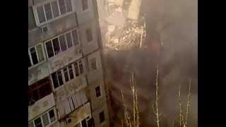 Рухнул дом в Астрахани 27 февраля 2012 год - Видео онлайн