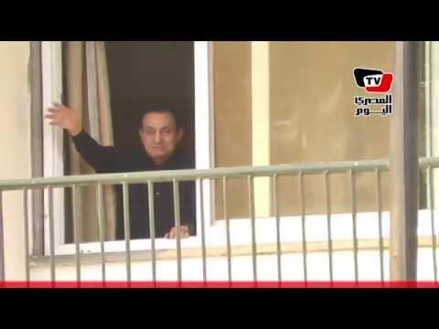مبارك يحيى أنصاره المحتفلين بعيد ميلاده أمام «المعادي العسكري»