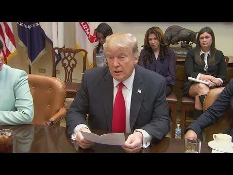 Διογκώνεται το κύμα αντιδράσεων για το αμφιλεγόμενο διάταγμα Τραμπ