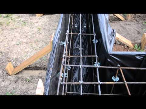 5. Вяжем арматуру, отсыпаем, устанавливаем опалубку, заливаем первый слой