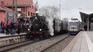 preview picture of video 'Einfahrt Bayerische Oberlandbahn in Holzkirchen neben alter Dampflok'