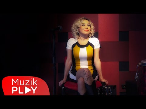 Tuğçe Pala - Kime Ne (Official Video) Sözleri