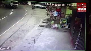 වේගයෙන් ආපු සිමෙන්ති ලොරිය පාර පුරා ගිය හැටි CCTV කැමරාවේ සටහන් වෙයි Video
